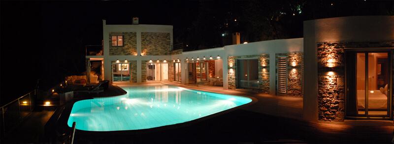 Villa Pierre De Lune by night